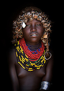 Ethiopian Tribe Recycles Modern World&iacute;s Discards Into Fashion Accessories<br />
