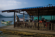 La Isla Grande es un isla del Mar Caribe que pertenece a Panamá, a pesar de lo que indica su nombre se trata de una isla de dimensiones pequeñas, en esta se encuentra la famosa estatua del Cristo negro en los corales, el acceso a la isla es a través de lanchas que manejan los habitantes locales, estando a media hora de la ciudad de Colón no esta permitido el ingreso de automóviles a la isla pues solo hay senderos para caminar, posee una gran riqueza gastronómica y cultural. ©Ramón Lepage/Istmophoto.com