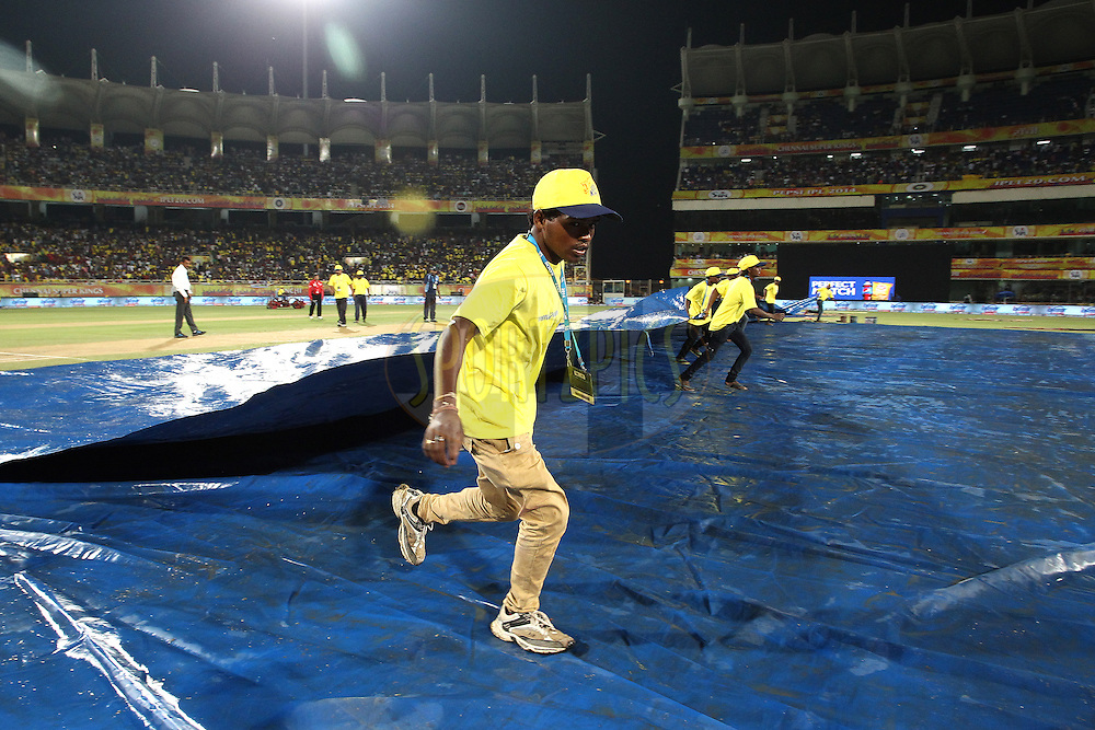Groundstaff pull the covers off during match 21 of the Pepsi Indian Premier League Season 2014 between the Chennai Superkings and the Kolkata Knight Riders  held at the JSCA International Cricket Stadium, Ranch, India on the 2nd May  2014<br /> <br /> Photo by Shaun Roy / IPL / SPORTZPICS<br /> <br /> <br /> <br /> Image use subject to terms and conditions which can be found here:  http://sportzpics.photoshelter.com/gallery/Pepsi-IPL-Image-terms-and-conditions/G00004VW1IVJ.gB0/C0000TScjhBM6ikg