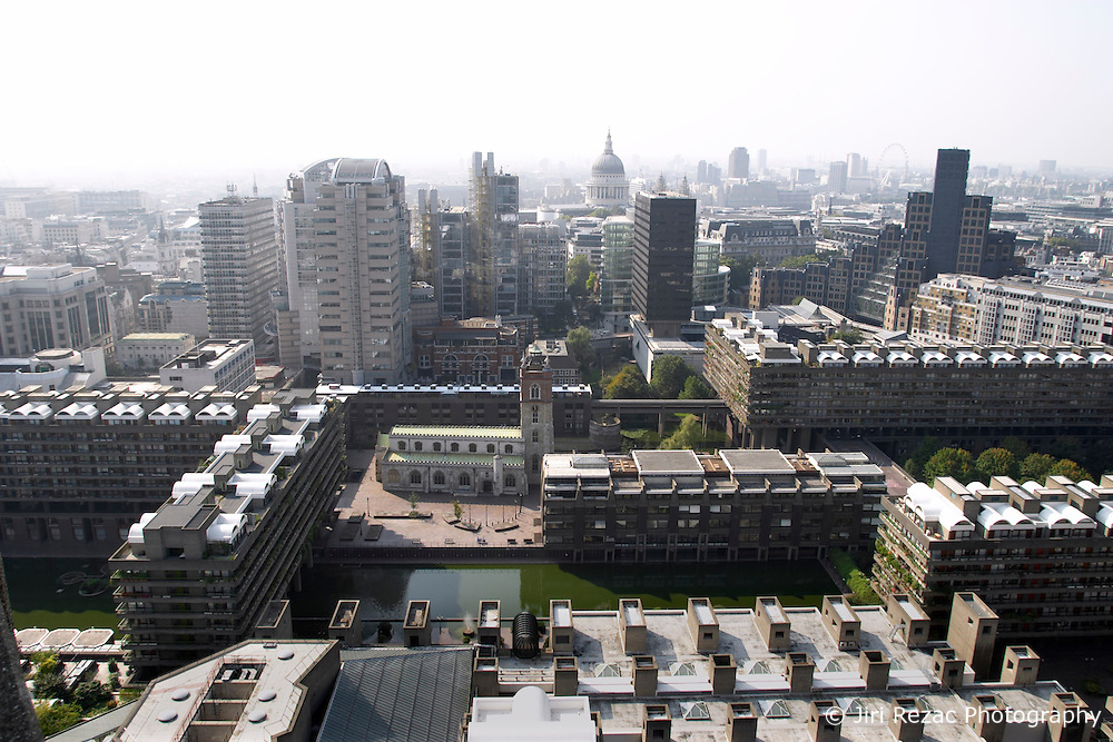 UK ENGLAND LONDON 20SEP03 - View on the Barbican Estate and central London from Cromwell Tower. ..jre/Photo by Jiri Rezac ..© Jiri Rezac 2003..Contact: +44 (0) 7050 110 417.Mobile:  +44 (0) 7801 337 683.Office:  +44 (0) 20 8968 9635..Email:   jiri@jirirezac.com.Web:     www.jirirezac.com