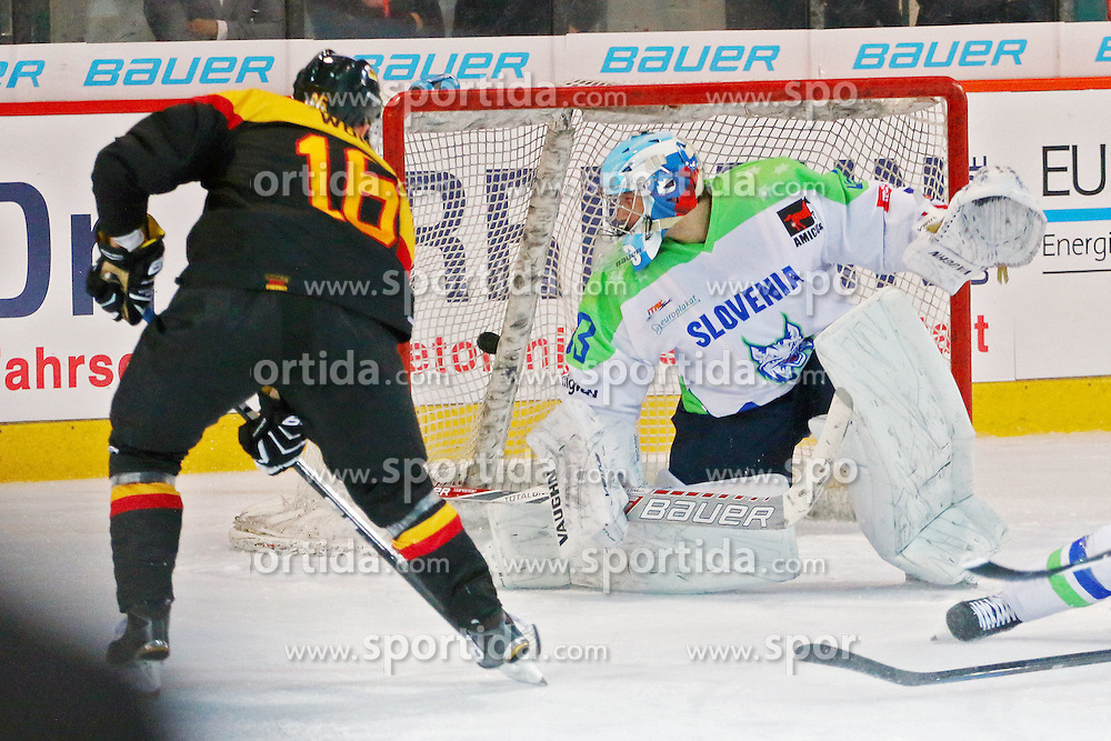 29.04.2015, Sportforum Hohenschoenhausen, Berlin, GER, IIHF, Deutschland vs Slowenien, im Bild Michael Wolf (#16, EHC Red Bull Muenchen) netzt zum 1:1 ein // during the a International Icehockey Friendly match between Germany and Slovenia at the Sportforum Hohenschoenhausen in Berlin, Germany on 2015/04/29. EXPA Pictures &copy; 2015, PhotoCredit: EXPA/ Eibner-Pressefoto/ Hundt<br /> <br /> *****ATTENTION - OUT of GER*****