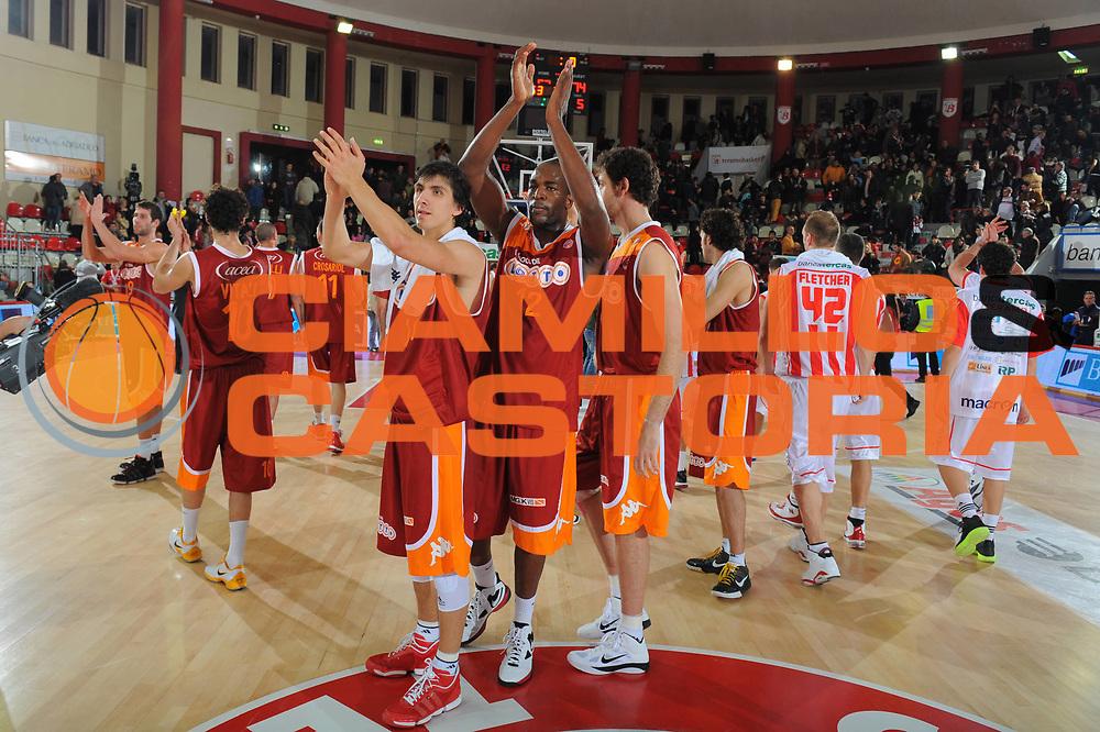 DESCRIZIONE : Treviso Lega A 2010-11 Banca Tercas Teramo Lottomatica Virtus Roma<br /> GIOCATORE : Team Virtus <br /> SQUADRA : Banca Tercas Teramo Lottomatica Virtus Roma<br /> EVENTO : Campionato Lega A 2010-2011 <br /> GARA : Banca Tercas Teramo Lottomatica Virtus Roma<br /> DATA : 12/12/2010<br /> CATEGORIA : Esultanza<br /> SPORT : Pallacanestro <br /> AUTORE : Agenzia Ciamillo-Castoria/GiulioCiamillo<br /> Galleria : Lega Basket A 2010-2011 <br /> Fotonotizia : Treviso Lega A 2010-11 Banca Tercas Teramo Lottomatica Virtus Roma<br /> Predefinita :