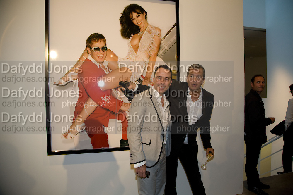 DAVID FURNISH; MARIO TESTINO, Mario Testino: Obsessed by You -  private view<br />Phillips de Pury & Company, Howick Place, London, SW1, 2 July 2008 *** Local Caption *** -DO NOT ARCHIVE-© Copyright Photograph by Dafydd Jones. 248 Clapham Rd. London SW9 0PZ. Tel 0207 820 0771. www.dafjones.com.