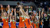 AMSTELVEEN - Vreugde bij Oranje , met in het midden aanvoerder Marloes Keetels (Ned) ,  na de damesfinale Nederland-Belgie bij de Rabo EuroHockey Championships 2017. COPYRIGHT KOEN SUYK