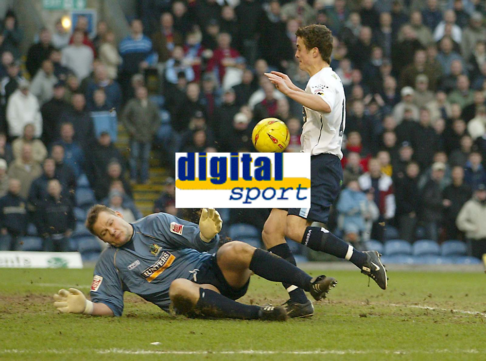 Fotball<br /> England 2004/2005<br /> Foto: SBI/Digitalsport<br /> NORWAY ONLY<br /> <br /> Burnley v Leeds United<br /> Coca-Cola Championship.<br /> 05/02/2005.<br /> Burnley keeper Brian Jensen saves from Leeds Danny Pugh when he should have scored