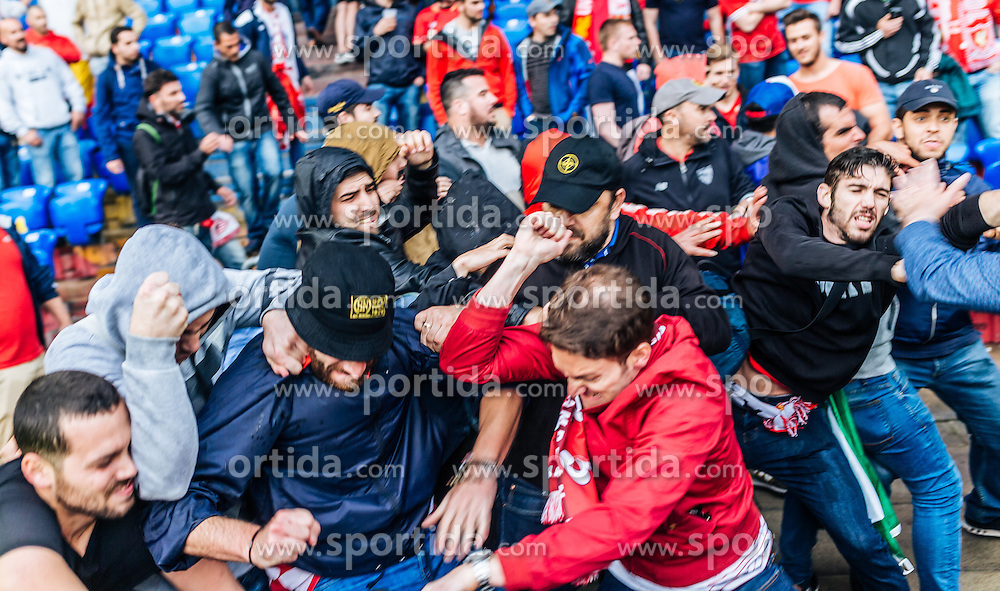 18.05.2016, St. Jakob Park, Basel, SUI, UEFA EL, FC Liverpool vs Sevilla FC, Finale, im Bild Schlägerei zwischen den beiden Fanlager // Fight between the Fans during the Final Match of the UEFA Europaleague between FC Liverpool and Sevilla FC at the St. Jakob Park in Basel, Switzerland on 2016/05/18. EXPA Pictures © 2016, PhotoCredit: EXPA/ JFK
