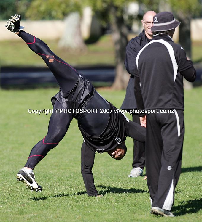 Ruben Wiki performs a cartwheel. Warriors training. Ellerslie Domain, Auckland, New Zealand. Wednesday 8 August 2007. Hagen Hopkins/PHOTOSPORT
