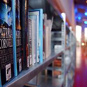 NLD/Huizen/20051008 - Bibliotheek Huizen, boeken, rij, nummering, romans