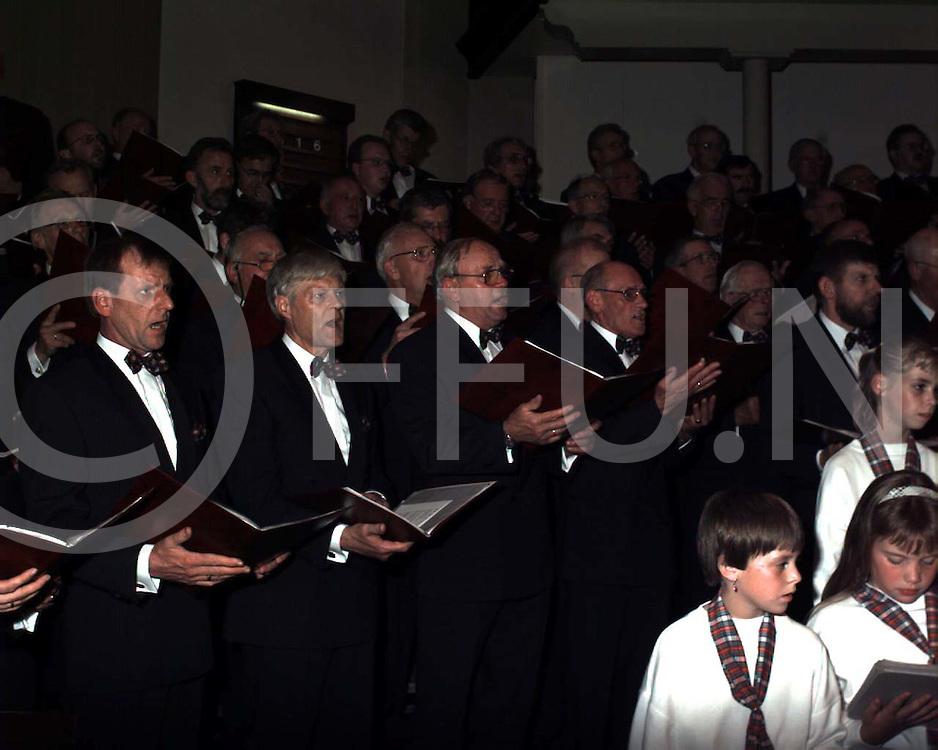 hardenberg : HMC zingt in het nieuw..foto frank uijlenbroek@1995