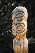 Tiki at Pu'uhonua O Honaunau National Historic Park (City of Refuge), Kona Coast, Hawaii USA