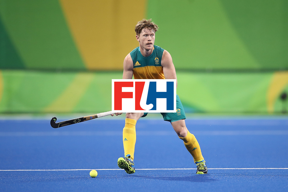 RIO DE JANEIRO, BRAZIL - AUGUST 07:  Matthew Dawson Australia looks to pass during the men's pool A match between Australia and Spain on Day 2 of the Rio 2016 Olympic Games at the Olympic Hockey Centre on August 7, 2016 in Rio de Janeiro, Brazil.  (Photo by Mark Kolbe/Getty Images)