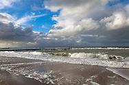 Europa, Niederlande, Zeeland, am Strand zwischen Oostkapelle und Domburg auf Walcheren, Buhnen.<br /> <br /> Europe, Netherlands, Zeeland, at the beach between Oostkapelle and Domburg on the peninsula Walcheren, groins.