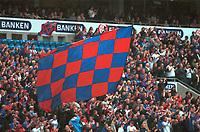 Arena: Ullevaal stadion. Publikum på tribunen. Vålerenga - Haugesund 2-0. Tippeligaen 2000. 26. juli 2000. (Foto: Peter Tubaas/Fortuna Media)