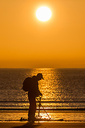 © Licensed to London News Pictures. 06/02/2020. Scarborough UK. A Metal detectorist hunts on the beach in Scarborough this morning as the sun rises on the Yorkshire coast. Photo credit: Andrew McCaren/LNP