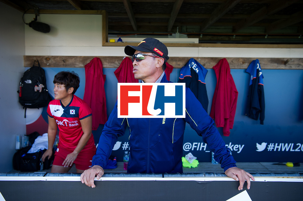 AUCKLAND - Sentinel Hockey World League final women<br /> Match id: 10303<br /> 13 GER v KOR (QF) 3-3<br /> Korea in to semi after shoot out.<br /> Foto:  Korean bench and Sang Young HUH Head Coach <br /> WORLDSPORTPICS COPYRIGHT FRANK UIJLENBROEK