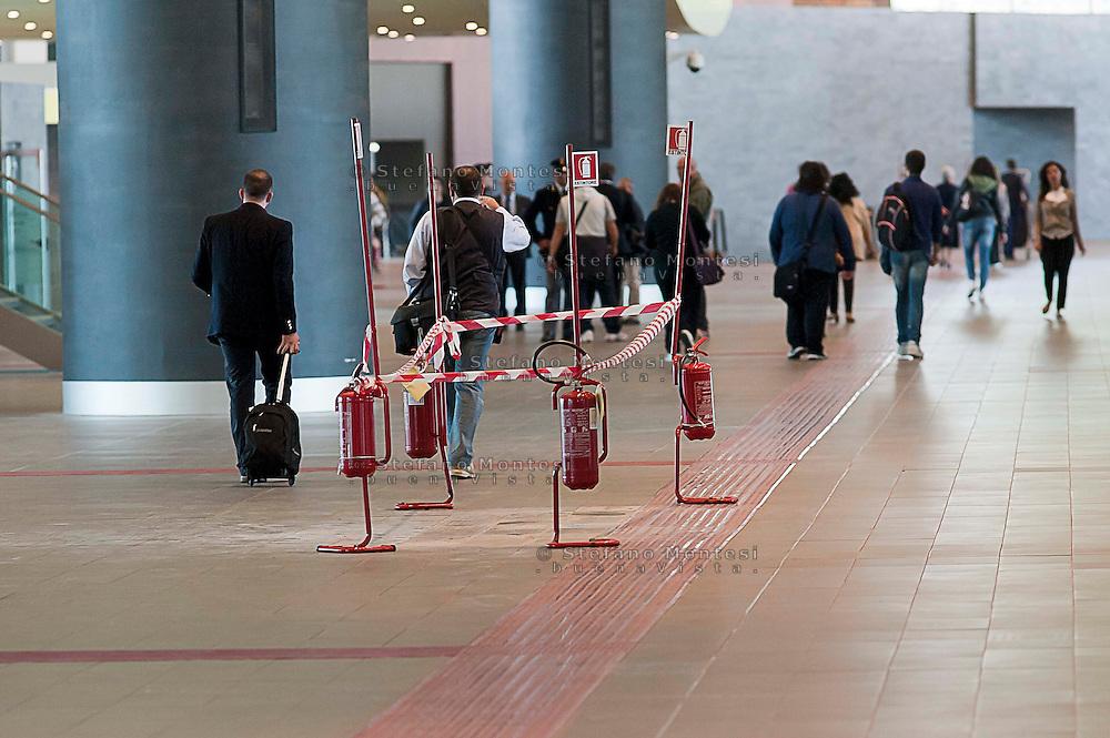 Roma  23 Maggio 2012.La nuova Stazione Tiburtina dell'alta velocità..Estintori usati per delimitare una buca  sul pavimento..