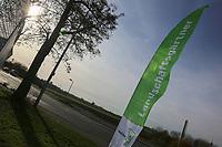Mannheim. 22.11.17 | <br /> Feudenheim. Vor der ehemaligen US Kaserne Spinelli. Hier soll die Bundesgartenschau 2023 stattfinden.<br /> Die BUGA 2023 in Mannheim r&uuml;ckt n&auml;her. Mit dem Konzept &bdquo;Mannheim verbindet&ldquo; entsteht bis 2023 innerst&auml;dtisch eine neue Parklandschaft &ndash; f&uuml;r eine bessere Lebensqualit&auml;t und ein angenehmeres Stadtklima. Als Auftakt zur BUGA Mannheim 2023 wird deshalb direkt im Zentrum des Gartenschaugel&auml;ndes eine Esskastanie (Castanea sativa), Baum des Jahres 2018, gepflanzt. <br /> <br /> <br /> Bild: Markus Prosswitz 22NOV17 / masterpress (Bild ist honorarpflichtig - No Model Release!) <br /> BILD- ID 00558 |