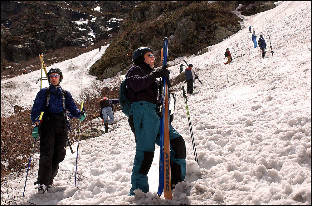 (5/10/03 Mt. Washington, MA) Skiers taking advantage of spring conditions at Tuckerman's Ravine. (051003tuckmjs-staff photo  by Michael Seamans. Saved in photo Adv. Sports/cd.)