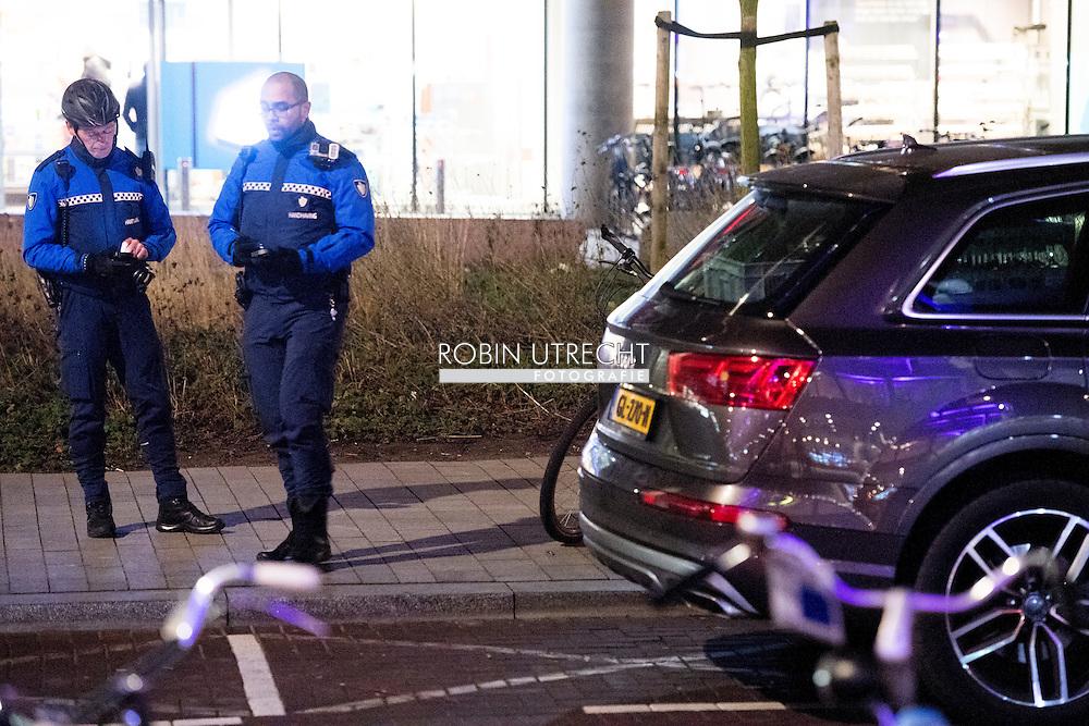 rotterdam - handhaving geeft een boete bekeurig , verkeers , parkeerboete , ROBIN UTRECHT