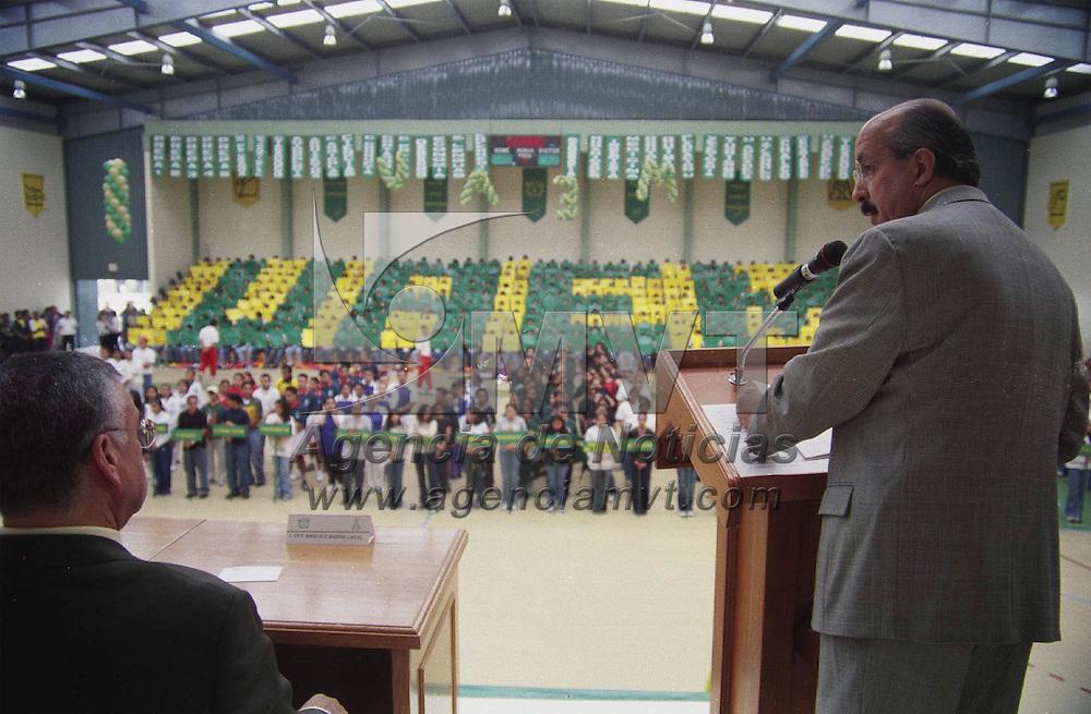Toluca, M&eacute;x.- Ceremonia de  inauguracion de la &quot;Universiada&quot; , a cargo del Rector Rafael Lopez Casta&ntilde;ares; la justa, albergara a los estudiantes de todos los planteles incorporados a la U.A.E.M. Agencia MVT / H. Vazquez E. (FILM)<br /> <br /> NO ARCHIVAR - NO ARCHIVE