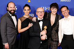 January 5, 2020, Beverly Hills, Kalifornien, USA: Brett Gelman, Sian Clifford, Harry Bradbeer, Phoebe Waller-Bridge und Andrew Scott mit dem Preis für die beste TV Serie, Komödie oder Musical 'Fleabag' bei der Verleihung der 77. Golden Globe Awards im Beverly Hilton Hotel. Beverly Hills, 05.01.2020 (Credit Image: © Future-Image via ZUMA Press)