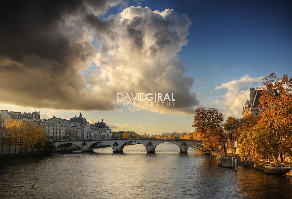 Picture of Beautiful clouds on an amazing afternoon of OCtober along la Seine and Pont Neuf, Paris, France<br /> <br /> Photo de magnifiques nuages lors d'une superbe apr&egrave;s midi d'octobre le long de la Seine et du Pont Neuf, Paris, France