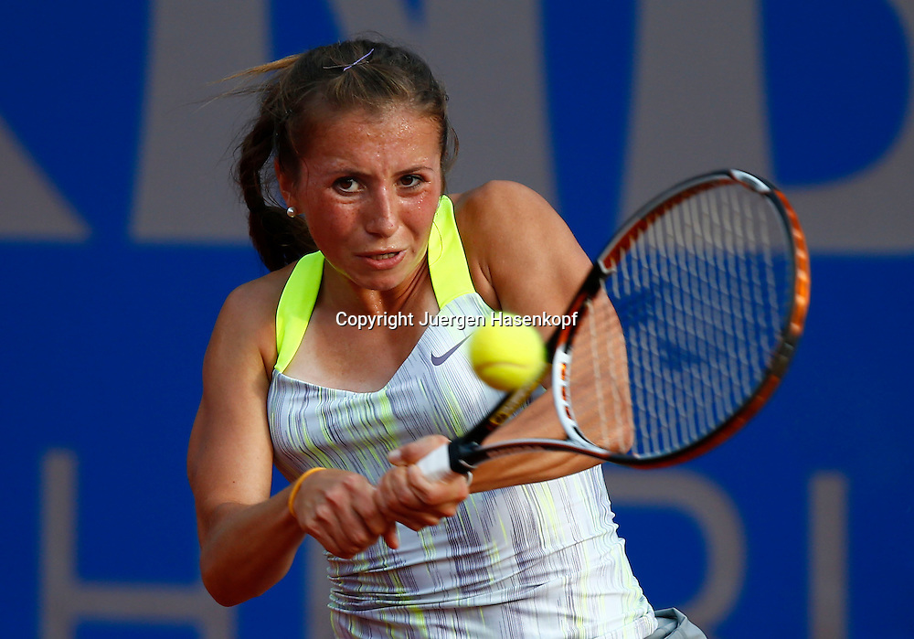 Nuernberger Versicherungscup 2013,WTA Tennis Tournament, Annika Beck (GER),Aktion,Einzelbild,Halbkoerper,Querformat,
