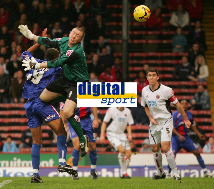 Photo: Frances Leader.<br />Crystal Palace v Sheffield Utd. Coca Cola Championship.<br />05/11/2005.<br />Crystal Palace's Tom Soares colides with united's goalie Paddy Kenny (2nd, L).