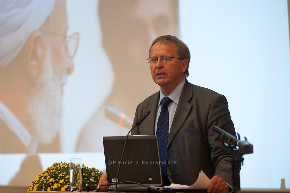 Prof. Dr. Katajun Amirpur Prof. Dr. Wolfram Weiße. Rechte Wege Gedanken zu einer Theologie des Dialogs