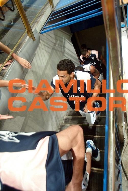DESCRIZIONE : Bologna Campionato Lega A1 2006-2007 Climamio Fortitudo Bologna Whirpool Varese<br />GIOCATORE : Bluthenthal<br />SQUADRA : Climamio Fortitudo Bologna<br />EVENTO : Campionato Lega A1 2006-2007Climamio Fortitudo Bologna Whirpool Varese<br />GARA : Climamio Fortitudo Bologna Whirpool Varese<br />DATA : 08/10/2006 <br />CATEGORIA : Ritratto<br />SPORT : Pallacanestro <br />AUTORE : Agenzia Ciamillo-Castoria/G.Livaldi