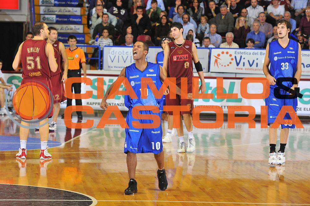 DESCRIZIONE : Venezia Lega A2 2009-10 Umana Reyer Venezia Banco di Sardegna Sassari<br /> GIOCATORE : Jason Rowe<br /> SQUADRA : Banco di Sardegna Sassari<br /> EVENTO : Campionato Lega A2 2009-2010<br /> GARA : Umana Reyer Venezia Banco di Sardegna Sassari<br /> DATA : 29/11/2009<br /> CATEGORIA : Esultanza<br /> SPORT : Pallacanestro <br /> AUTORE : Agenzia Ciamillo-Castoria/M.Gregolin<br /> Galleria : Lega Basket A2 2009-2010 <br /> Fotonotizia : Venezia Campionato Italiano Lega A2 2009-2010 Umana Reyer Banco di Sardegna Sassari<br /> Predefinita : si