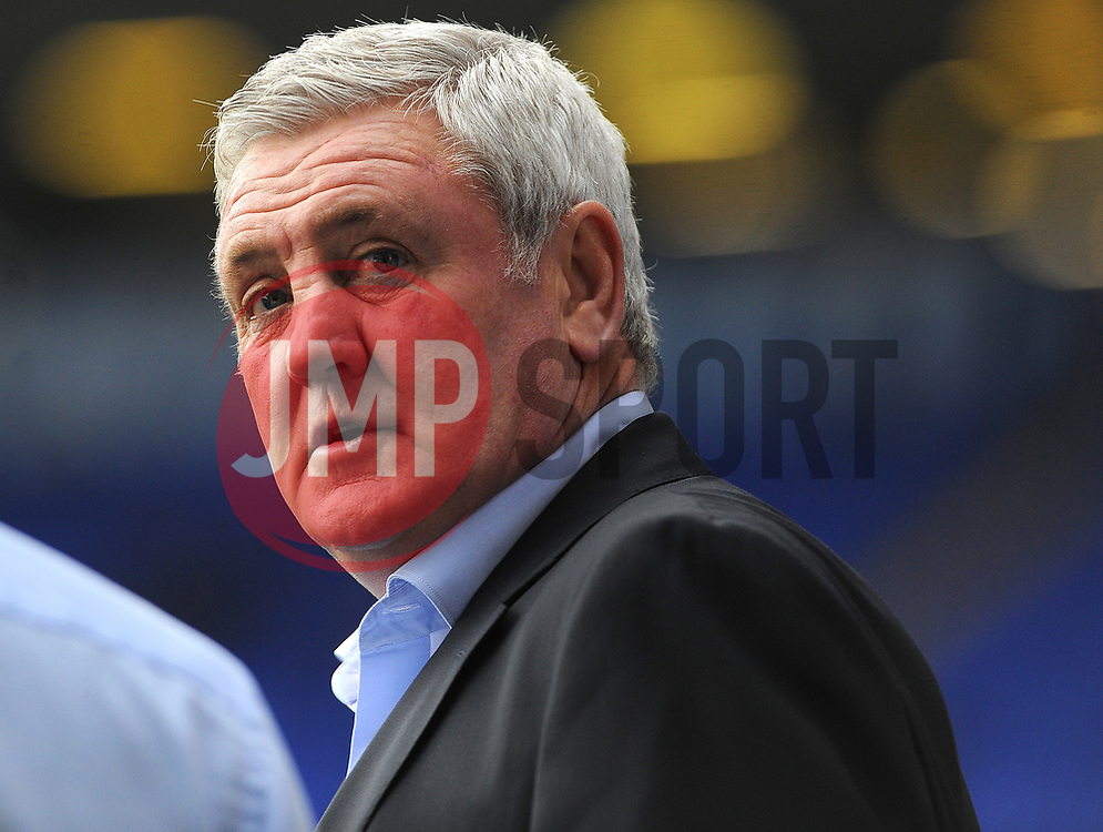 Aston Villa manager Steve Bruce looks on - Mandatory by-line: Nizaam Jones/JMP - 29/10/2017 - FOOTBALL - St Andrew's Stadium - Birmingham, England - Birmingham City v Aston Villa - Sky Bet Championship