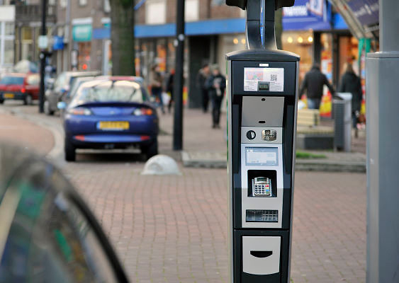 Nederland, Nijmegen, 6-1-2012Een van de nieuwe parkeermeters in het centrum van de stad.Omdat ze niet goed functioneren mag men enkele dagen gratis parkeren in het centrum. De leverancier moet de software aanpassen.Foto: Flip Franssen/Hollandse Hoogte