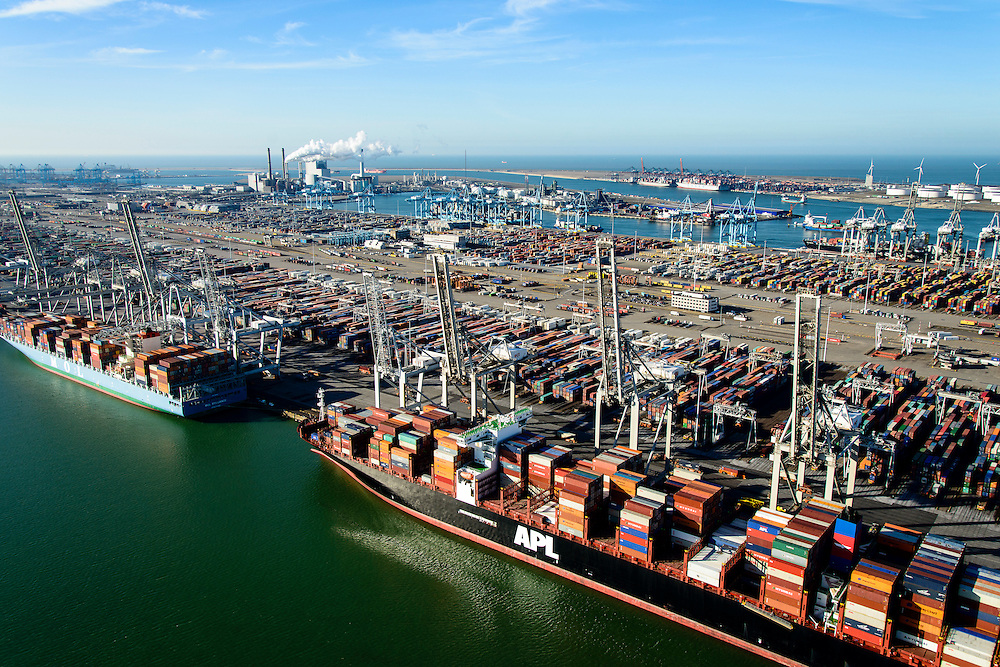 Nederland, Zuid-Holland, Rotterdam, 18-02-2015; Eerste Maasvlakte, Coloradoweg en Amazonehaven. ECT Delta Terminal, Europe Container Terminals. Op het tweede plan APM Terminals Rotterdam, Tweede Maasvlakte in de achtergrond.<br />  ECT Delta Terminal with Maasvlakte 2 in the background.<br /> luchtfoto (toeslag op standard tarieven);<br /> aerial photo (additional fee required);<br /> copyright foto/photo Siebe Swart