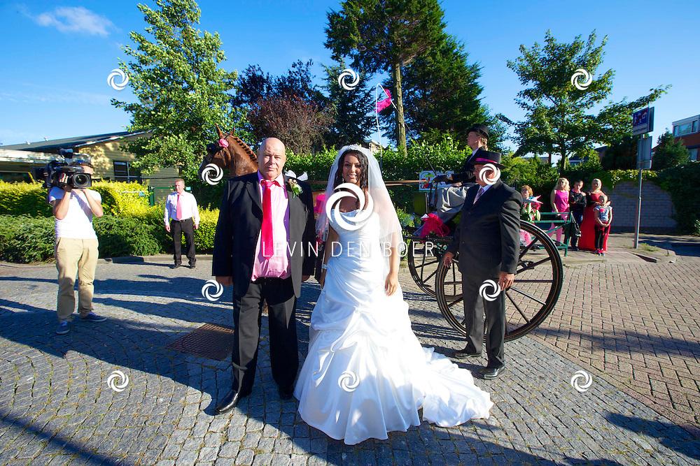 MONSTER - Volkszangeres Samantha Steenwijk trouwt met haar vriendin Daisy. FOTO LEVIN DEN BOER - PERSFOTO.NU