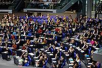 30 NOV 2005, BERLIN/GERMANY:<br /> Uebersicht der Bundestagsfraktion von Buendnis 90/Die Gruenen im Plenarsaal, von unten Links nach oben Rechts, flankiert von SPD und CDU/CSU Fraktion, Deutscher Bundestag<br /> IMAGE: 20051130-01-012<br /> KEYWORDS: Übersicht, Bündnis 90/Die Grünen, Grüne