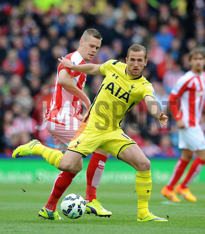 Tottenham Hotspur's Harry Kane is closed down by Stoke City's Ryan Shawcross - Photo mandatory by-line: Dougie Allward/JMP - Mobile: 07966 386802 - 09/05/2015 - SPORT - Football - Stoke - Britannia Stadium<br />  - Stoke v Tottenham Hotspur - Barclays Premier League