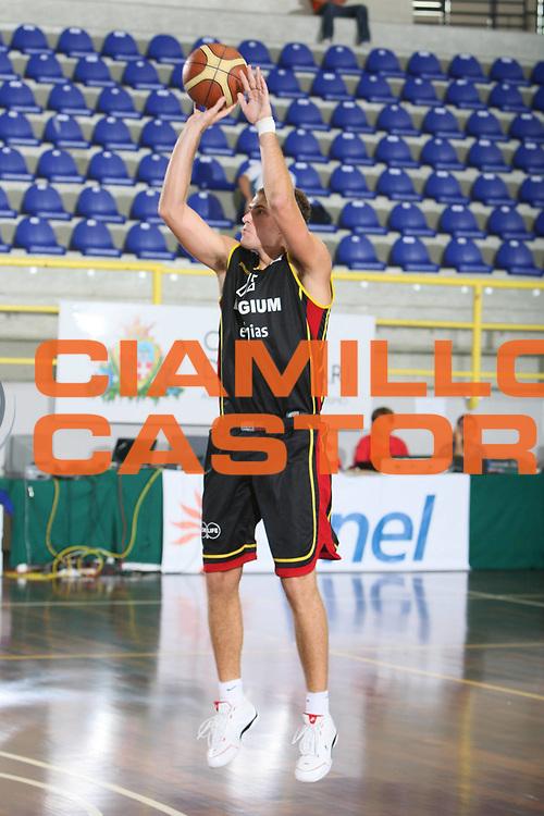 DESCRIZIONE : Cagliari Torneo Internazionale Sardegna a canestro Estonia Belgio <br /> GIOCATORE : Aleksand Lichodzijews<br /> SQUADRA : Belgio Belgium<br /> EVENTO : Raduno Collegiale Nazionale Maschile <br /> GARA : Estonia Belgio Eesti Belgium <br /> DATA : 15/08/2008 <br /> CATEGORIA : Tiro <br /> SPORT : Pallacanestro <br /> AUTORE : Agenzia Ciamillo-Castoria/C. De Massis<br /> Galleria : Fip Nazionali 2008 <br /> Fotonotizia : Cagliari Torneo Internazionale Sardegna a canestro Estonia Belgio <br /> Predefinita :