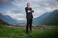 Christophe Darbellay pose au dessus de Martigny a Plan-Cerisier le 11 mai 2016. (KEYSTONE/Olivier Maire)