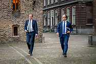 DEN HAAG - Alexander Pechtold (D66)   komt aan op het Binnenhof voor gesprekken met informateur Gerrit Zalm.De vier partijen die een nieuw kabinet willen vormen, hebben maandag na ruim drie maanden overleg hun regeerakkoord af. De plannen voor de komende jaren gaan nu naar de fracties van VVD, CDA, D66 en ChristenUnie. Zij buigen zich in de loop van de dag over het concept.   copyright robin utrecht