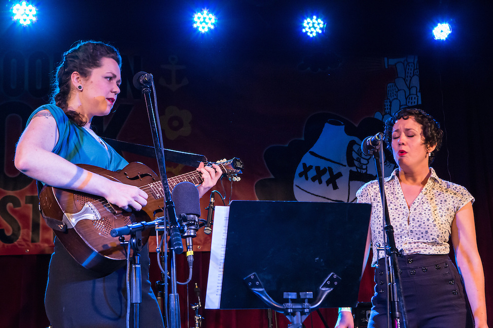Mamie Minch and Tamar Korn (left to right) singing  at the Brooklyn Folk Festival.