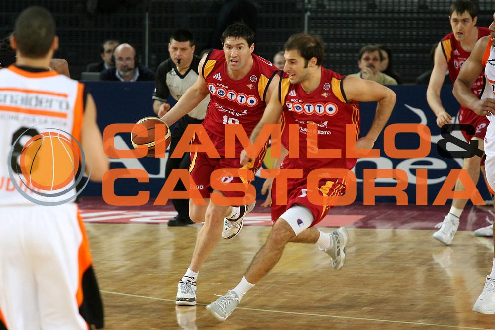 DESCRIZIONE : Roma Lega A1 2007-08 Lottomatica Virtus Roma Snaidero Udine<br />GIOCATORE : Roberto Gabini<br />SQUADRA : Lottomatica Virtus Roma<br />EVENTO : Campionato Lega A1 2007-2008<br />GARA : Lottomatica Virtus Roma Snaidero Udine<br />DATA : 16/12/2007<br />CATEGORIA : Palleggio<br />SPORT : Pallacanestro<br />AUTORE : Agenzia Ciamillo-Castoria/G.Ciamillo