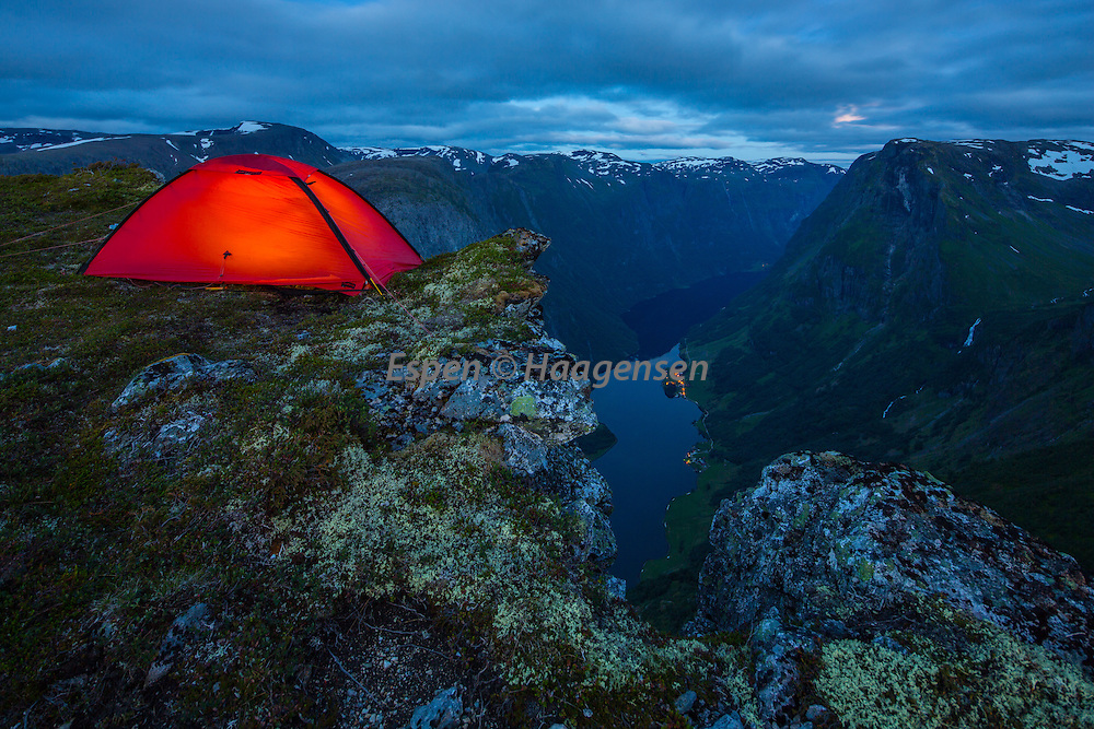 Camping on the edge on Breiskrednosi