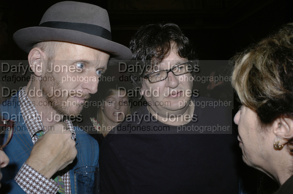 BOB AND ROBERTA SMITH AND MARK WALLINGER . Owning Art- The Contemporary Art Collectors Handbook by Judith Greer and Louisa Buck. National Gallery. London. 2 October 2006. -DO NOT ARCHIVE-© Copyright Photograph by Dafydd Jones 66 Stockwell Park Rd. London SW9 0DA Tel 020 7733 0108 www.dafjones.com