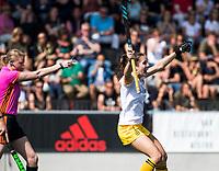 AMSTELVEEN - Pleun van der Plas (Den Bosch) heeft de stand op 0-1 gebracht,  tijdens de finale van de play-offs om de landtitel in het Wagener stadion, tussen Amsterdam en Den Bosch (1-4).    COPYRIGHT KOEN SUYK