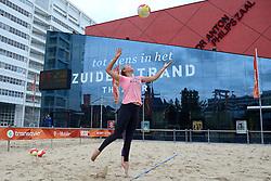 20150618 NED: WK Beach volleybal training op het Spui, De Nederlandse beachers hebben vandaag hun tweede training gehad op de WK trainingsvelden. Op het Spuiplein werden de velden druk bezocht /