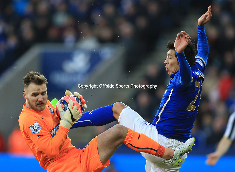 3 January 2015 - The FA Cup 3rd Round - Leicester City v Newcastle United - Jak Alnwick of Newcastle United and Leonardo Ulloa of Leicester City battle for the ball - Photo: Marc Atkins / Offside.
