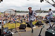 Nederland, Nijmegen,22-7-2016Zomerfeesten . Festival op HET EILAND. Enge Buren treden op .Foto: Flip Franssen