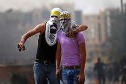 10.10.2015, Ramallah, PSE, Gewalt zwischen Palästinensern und Israelis, im Bild Zusammenstösse zwischen Palästinensischen Demonstranten und Israelischen Sicherheitskräfte // Palestinian protesters hurl stones during clashes with Israeli security forces in Beit El on the outskirts of the West Bank city of Ramallah, on October 10, 2015. Fifteen Palestinians have been killed by Israeli forces and around 1,000 injured with live and rubber-coated steel bullets in the occupied West Bank and Gaza Strip since Oct. 1, Palestine on 2015/10/10. EXPA Pictures © 2015, PhotoCredit: EXPA/ APAimages/ Shadi Hatem<br /> <br /> *****ATTENTION - for AUT, GER, SUI, ITA, POL, CRO, SRB only*****