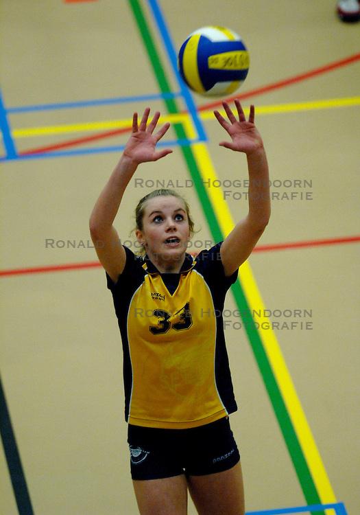 07-04-2007 VOLLEYBAL: FINALE OPEN CLUBKAMPIOENSCHAP: NIEUWEGEIN <br /> Speelsters van Setup 65, kampioen - Jeugdvolleybal meisjes B<br /> &copy;2007-WWW.FOTOHOOGENDOORN.NL
